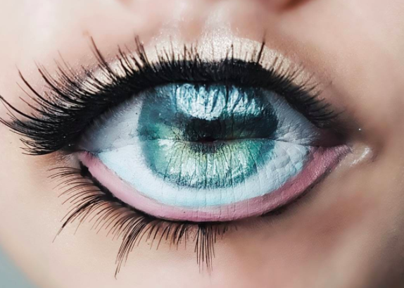 Eyeball lip art is the latest beauty craze to take over Instagram. (Photo: @diana_moisa)