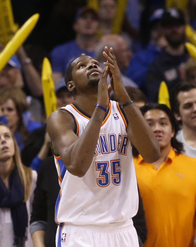 Oklahoma City Thunder forward Kevin Durant (35) claps his hands as he looks up at the scoreboard as the game clock winds down in the fourth quarter of an NBA basketball game against the Sacramento Kings in Oklahoma City, Sunday, Jan. 19, 2014. Oklahoma City won 108-93. (AP Photo/Sue Ogrocki)