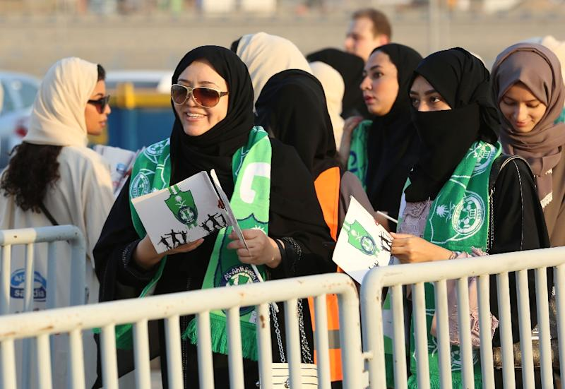 Women supporters of Al-Ahli queue to get in to the football stadium in Jeddah on January 12, 2018 (AFP Photo/STRINGER)