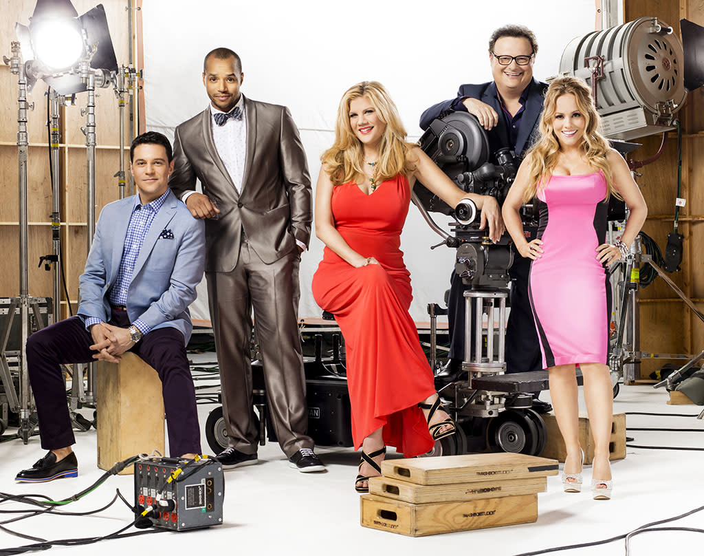 "David Alan Basche, Donald Faison, Kristen Johnston, Wayne Knight, and Kelly Stables in Season 3 of TV Land's ""The Exes."""
