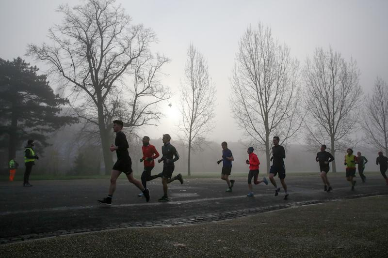 Athletes jog amidst dense fog in Finsbury Park, North London. (Photo by Dinendra Haria / SOPA Images/Sipa USA)
