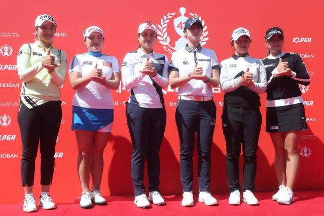 South Korean female golf players express their gratitude to medial workers, in Yangju