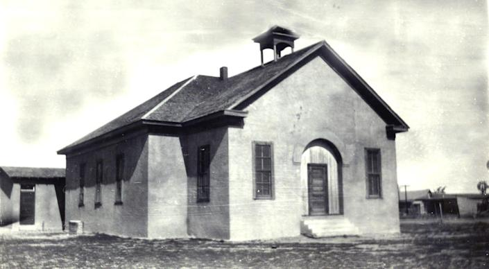 The original Blackwell School building as it looked in 1909.