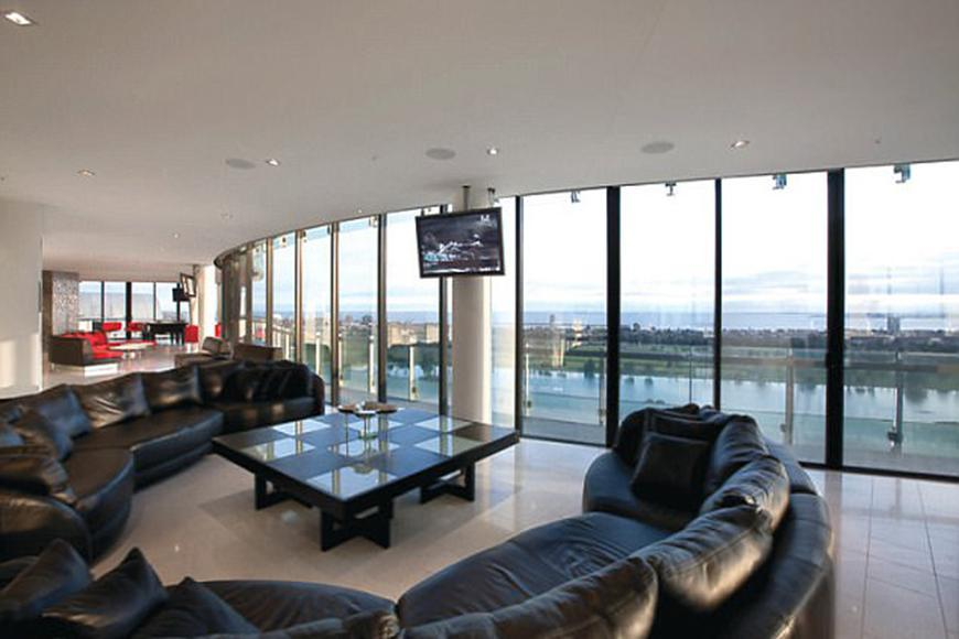 Bec and Lleyton Hewitt have put their luxury Melbourne penthouse on the market for a whopping $10 million!
