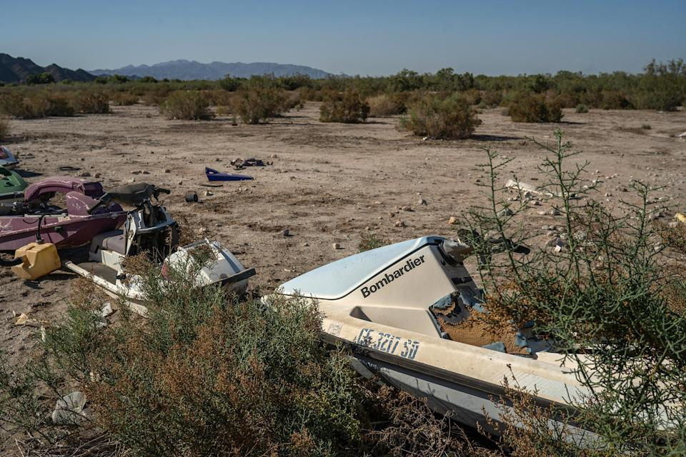 Image: Abandoned jet skis in a vacant lot in the Mexicali Valley, Baja California, in April 2021. (Alejandro Cegarra)