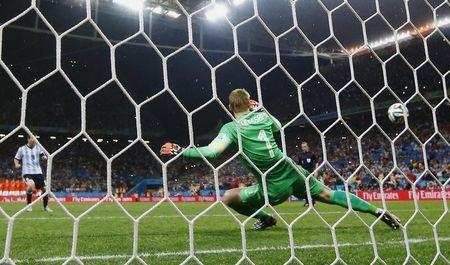 Argentina's Lionel Messi (L) shoots to score his penalty past Jasper Cillessen of the Netherlands during their shootout in their 2014 World Cup semi-finals at the Corinthians arena in Sao Paulo July 9, 2014. REUTERS/Dominic Ebenbichler