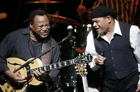FILE PHOTO - U.S. musicians George Benson (L) and Al Jarreau perform on stage at the Vienna State Opera House as part of the annual Vienna Jazz Festival July 5, 2007.  REUTERS/Herwig Prammer