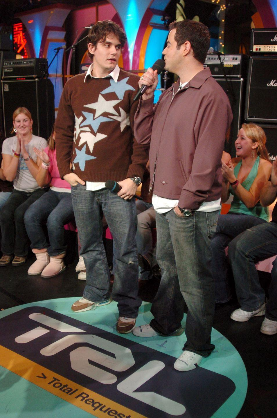 <p>John Mayer's outfit is so unfortunate, he's making Carson Daly's baggy wardrobe look good. Sorry but it's true!</p>