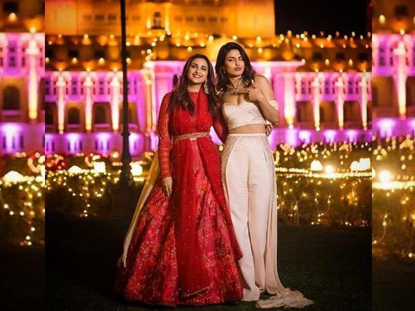 Celebrity sisters Priyanka Chopra Jonas and Parineeti Chopra (Image Source: Twitter)