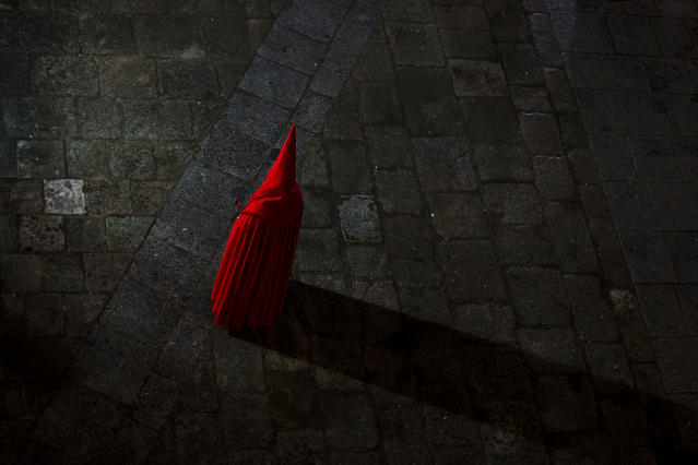 <p>A penitent of Santisimo Cristo de las Injurias brotherhood takes part in a Holy Week procession in Zamora, Spain, March 27, 2013. (Photo: Daniel Ochoa de Olza/AP) </p>