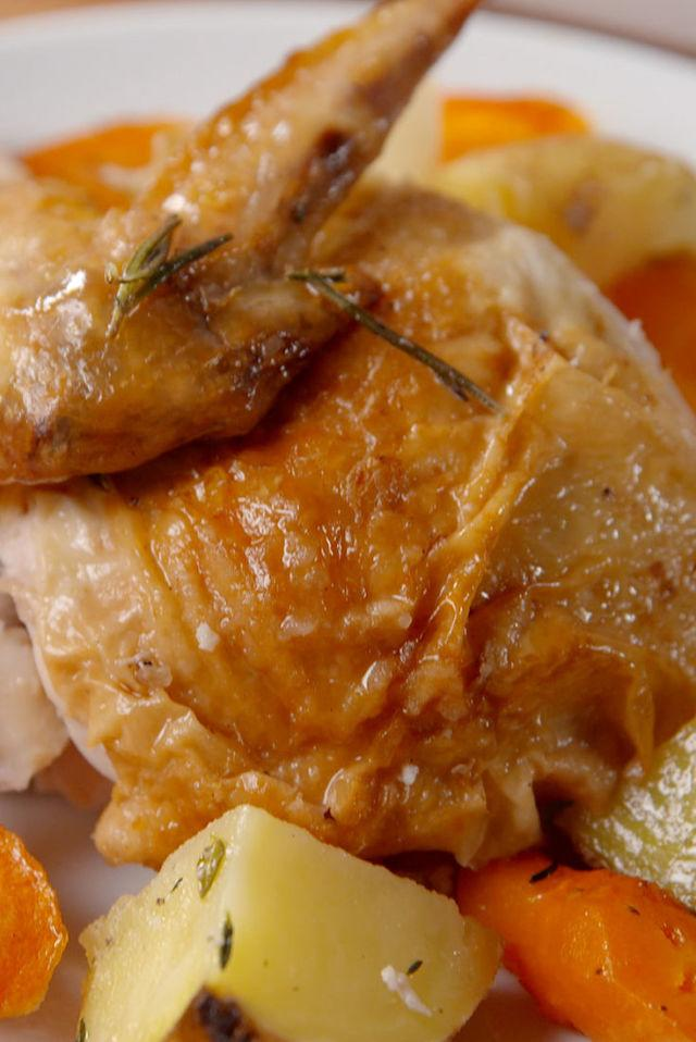 "<p>This easy hack results in a perfect roast chicken, and the veggies to go along with it!</p><p>Get the recipe from <a rel=""nofollow"" href=""http://www.delish.com/cooking/recipe-ideas/recipes/a51763/bundt-pan-roast-chicken-recipe/"">Delish</a>.</p>"