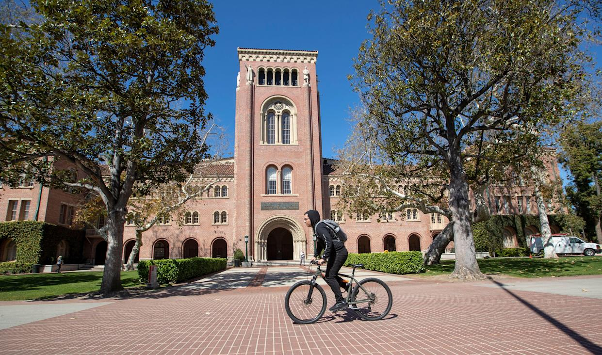 A view of people visiting the University of Southern California on March 12, 2019 in Los Angeles, California. (Photo by Allen J. Schaben / Los Angeles Times via Getty Images)