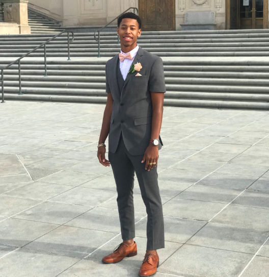 This teen wore a short-sleeved and cropped suit to prom. (Photo: Twitter/DonyellMeredith)