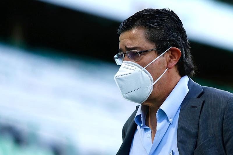 TORREON, MEXICO - AUGUST 02: Luis Fernando Tena, Head Coach of Chivas looks on during the 2nd round match between Santos Laguna and Chivas as part of the Torneo Guard1anes 2020 Liga MX at Corona Stadium on August 2, 2020 in Torreon, Mexico. (Photo by Armando Marin/Jam Media/Getty Images)