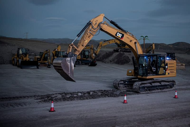 Demonstration of Cat Command operation of a 320 excavator at the EAME Sales Rally in Malaga