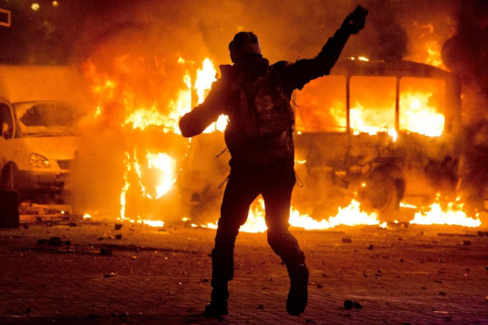 Ukraine protests turn into fiery street battles