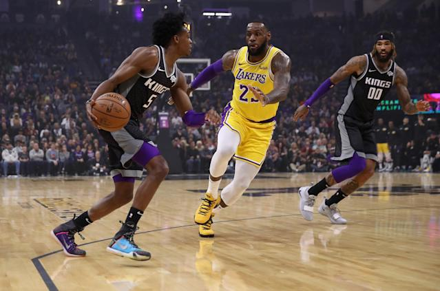 SACRAMENTO, CA - NOVEMBER 10: De'Aaron Fox #5 of the Sacramento Kings is guarded by LeBron James #23 of the Los Angeles Lakers at Golden 1 Center on November 10, 2018 in Sacramento, California. (Photo by Ezra Shaw/Getty Images)