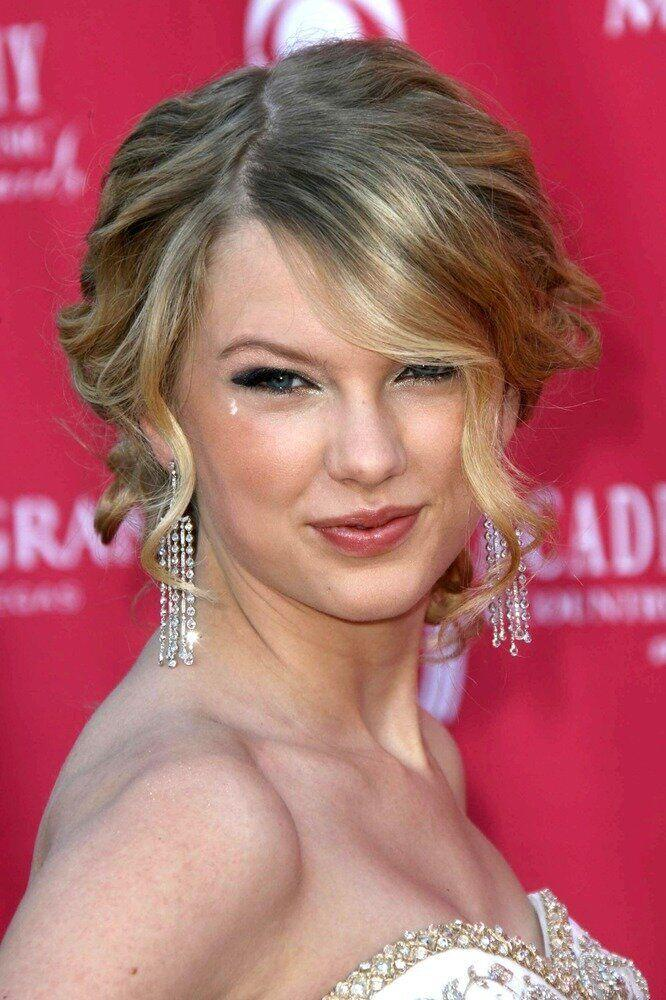 In all the time she's been in the spotlight, Taylor has always acted with dignity and class. She stays away from sex tapes, nude photo scandals and is never seen drinking or doing drugs.