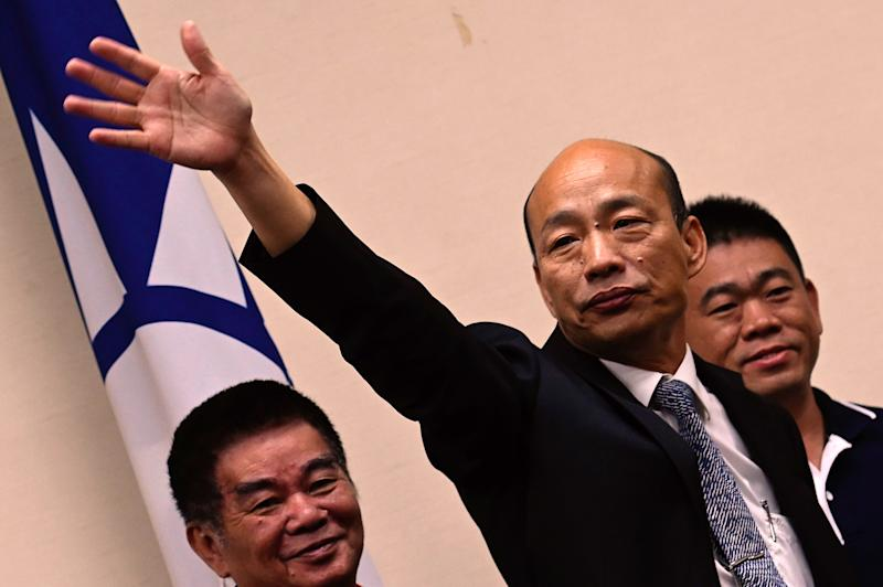 Kaohsiung Mayor Han Guo-Yu (C) waves to the press after meeting with Chairman of Taiwans main opposition Kuomintang (KMT) Wu Den-yih in Taipei in April 30, 2019. (Photo by Sam YEH / AFP) (Photo credit should read SAM YEH/AFP/Getty Images)