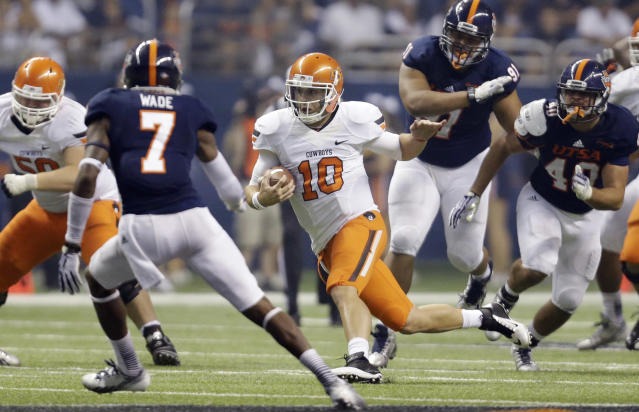 Oklahoma State's Clint Chelf (10) scrambles for yards against Texas San Antonio during the second half of an NCAA college football game, Saturday, Sept. 7, 2013, in San Antonio. Oklahoma State won 56-35. (AP Photo/Eric Gay)
