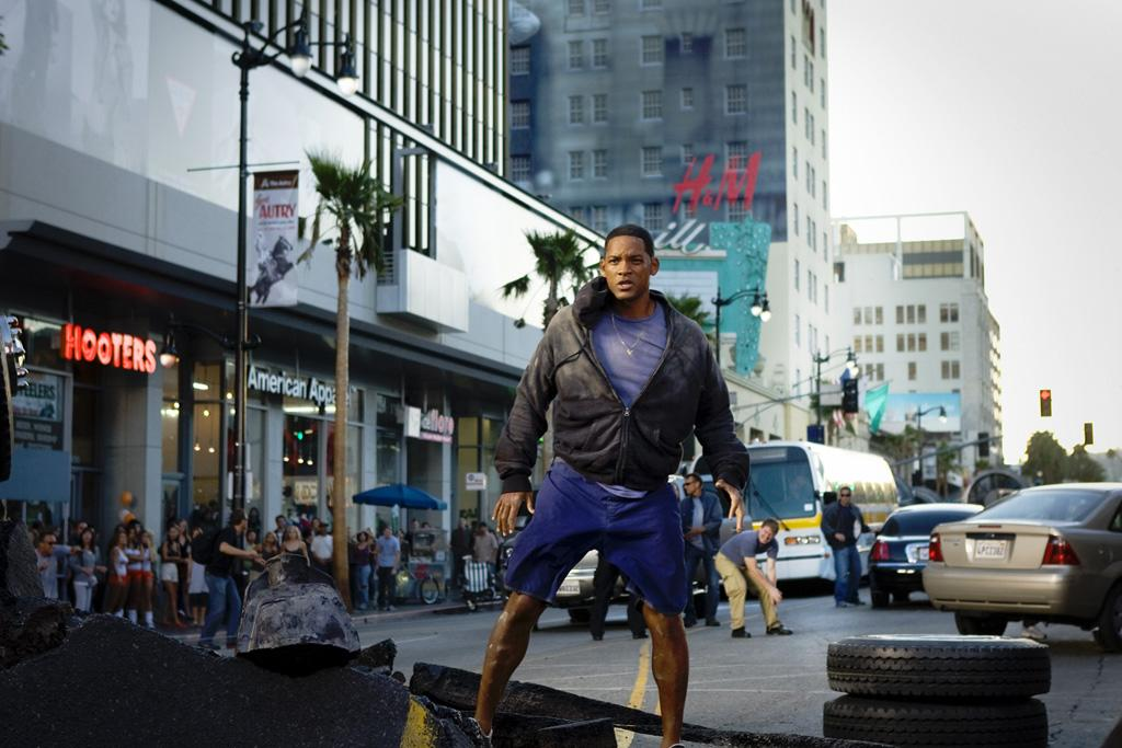 """4. <a href=""""http://movies.yahoo.com/movie/1809801452/info"""">HANCOCK</a>  Total Gross: $227,946,274    Once again, Will Smith proved to be king of Independence Day, starring as a high-flying superhero with some really bad public relation problems, and smashing his way to his biggest summer opening weekend ever."""