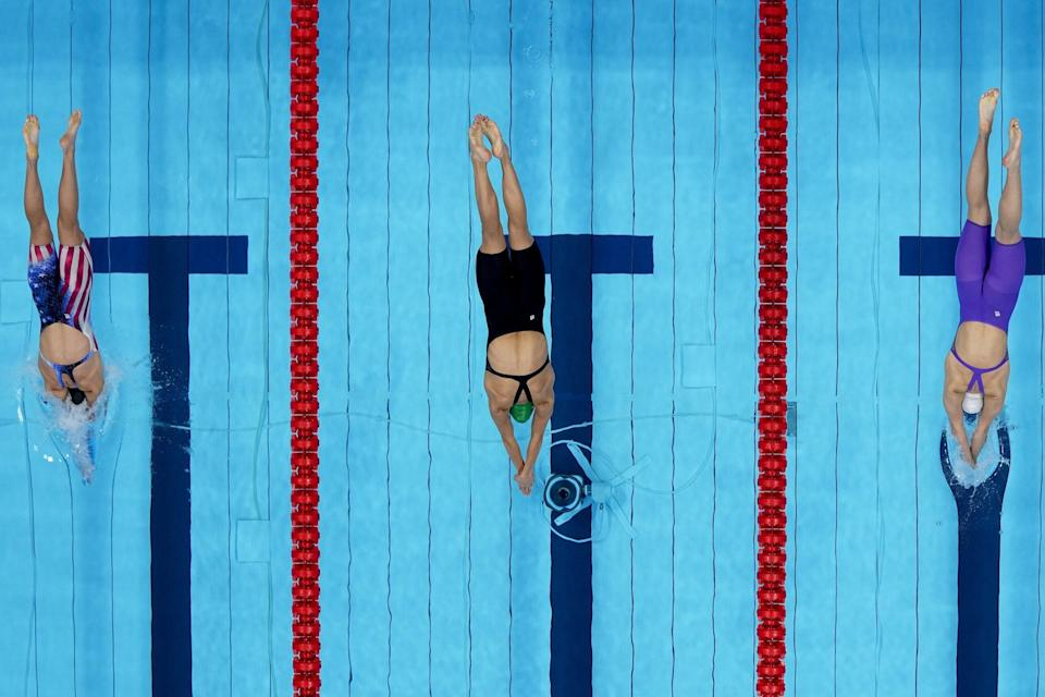 <p>South African athlete Schoenmaker swims next to Team USA's Annie Lazor and the ROC's Evgeniia Chikunova during the women's 200m breaststroke semifinal.</p>