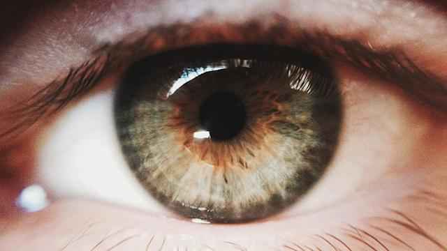 Why do you see 'eye floaters' and should you worry about them?