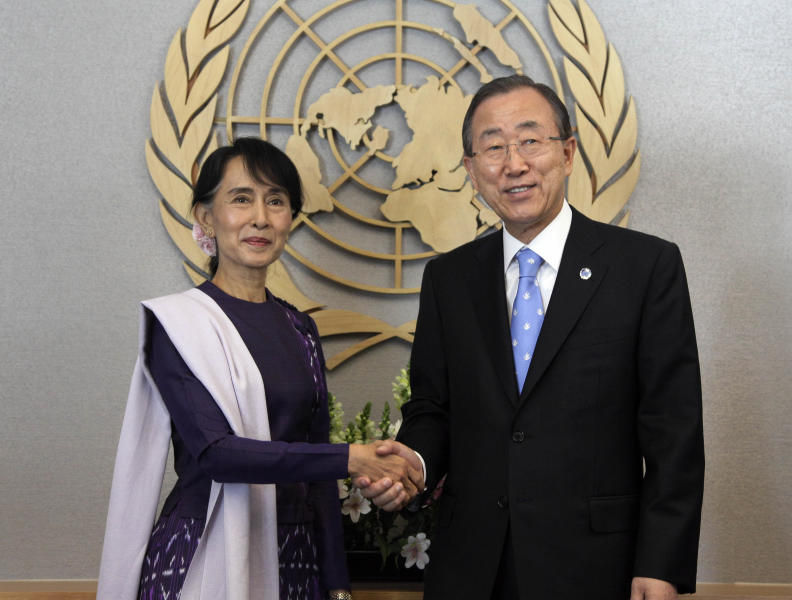 Myanmar democracy leader Aung San Suu Kyi shakes hands with United Nations Secretary General Ban Ki-moon during a photo session before their meeting at the U.N, Friday, Sept. 21, 2012. (AP Photo/Richard Drew)