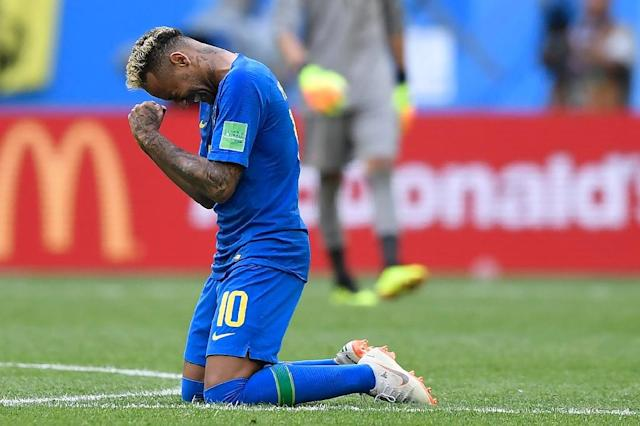 Brazil's forward Neymar reacts after scoring his goal during Brazil's World Cup match against Costa Rica in Saint Petersburg (AFP Photo/GABRIEL BOUYS )