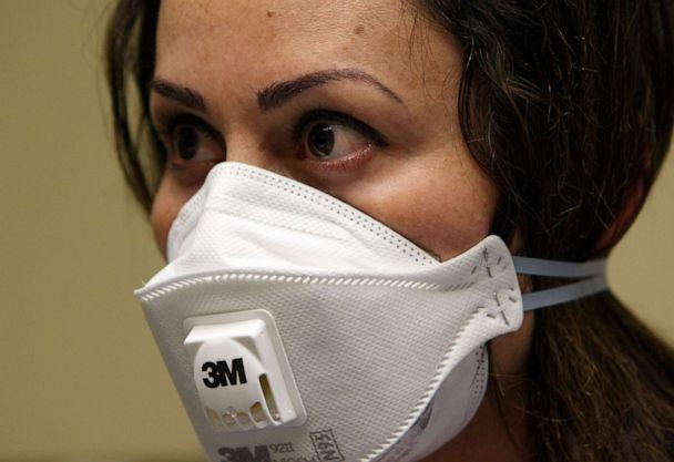 PHOTO: A nurse wears a N95 respiratory mask during a training session, April 28, 2009, in Oakland, Calif. (Justin Sullivan/Getty Images, FIle)