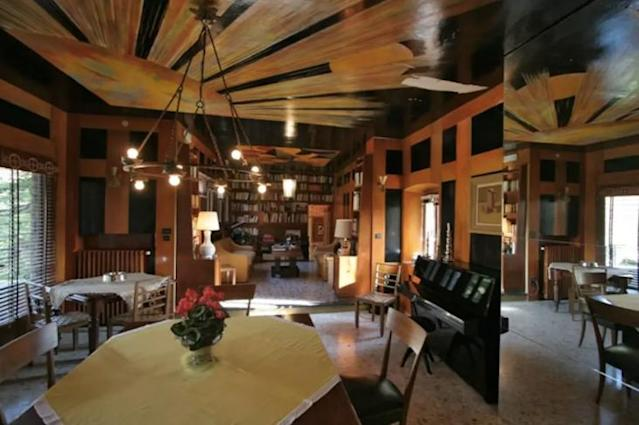 <p>There's a large living room perfect for hosting. </p>
