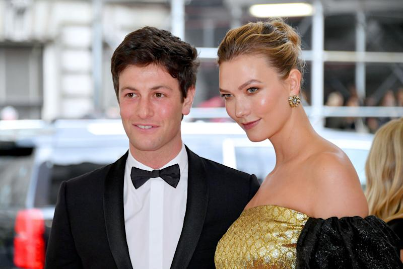 Karlie Kloss is surviving coronavirus lockdown boredom by becoming a rookie hairdresser, pictured here at the 2019 Met Gala. (Getty Images)