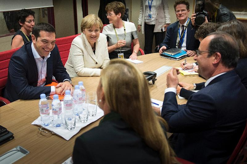 Greek PM Alexis Tsipras (L), German Chancellor Angela Merkel (2-L) and French President Francois Hollande (R) look on during a meeting on June 10, 2015 at the European Union headquarters in Brussels (AFP Photo/Guido Bergmann)