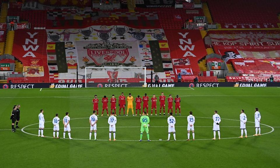 The players and officials observe a minute's silence for Diego Maradona.
