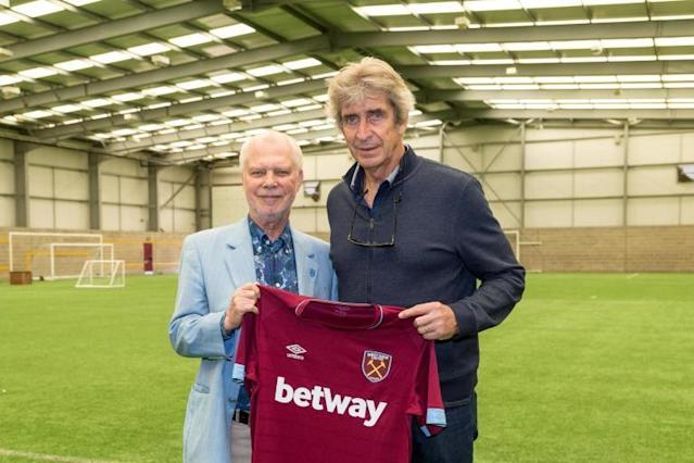Manuel Pellegrini denies reports of West Ham bust-up just weeks into new role