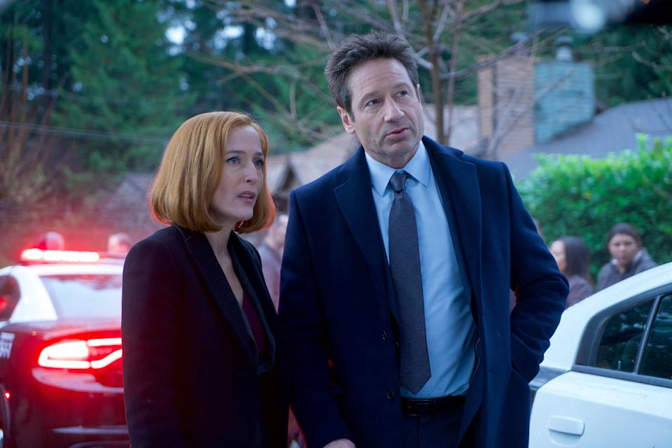 THE X-FILES:  Gillian Anderson and David Duchovny in the