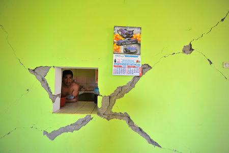 A man observes a damage building after a strong magnitude 7.1 earthquake struck the coast of southern Peru, in Acari, Arequipa , Peru, January 14, 2018. REUTERS/Diego Ramos