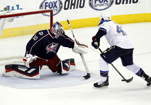 St. Louis Blues' David Backes, right, moves in to score the winning goal against Columbus Blue Jackets goalie Mike McKenna in overtime of an NHL hockey game in Columbus, Ohio, Saturday, Dec. 14, 2013. St. Louis won 4-3. (AP Photo/Paul Vernon)