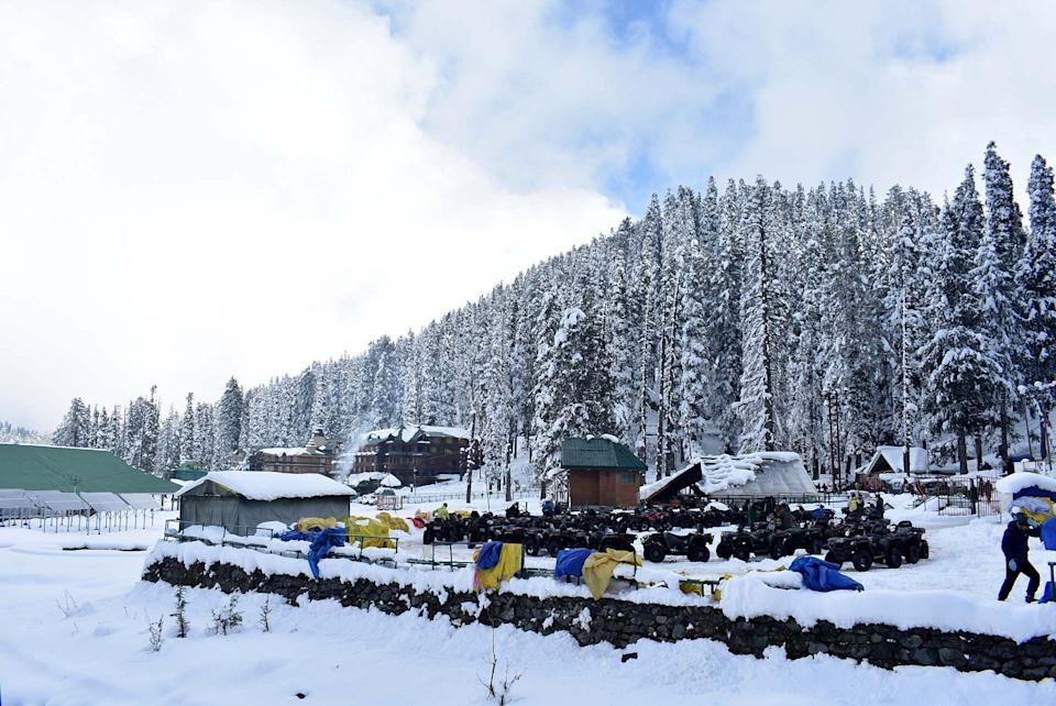 Roads covered in Gulmarg with snow