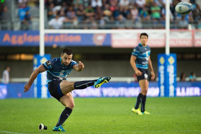 Montpellier's Jonathan Pelissie kicks the winning penalty during their French Top 14 rugby union match against Grenoble, at the Altrad stadium in Montpellier, southern France, on August 23, 2014 (AFP Photo/Bertrand Langlois)