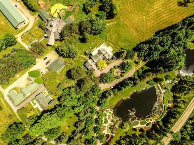 <p>The 200 acres that are part of the property also include well-manicured gardens, and private lakes. (Listing via <span>Re/Max</span>) </p>