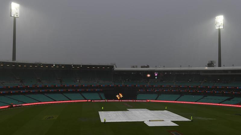 Despite the rain, the Sydney Sixers will bat first in the BBL final against the Melbourne Stars