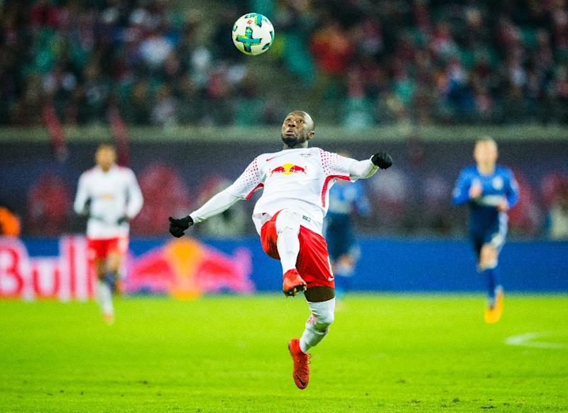 Leipzig's midfielder Naby Keita plays the ball during the German first division Bundesliga football match against FC Schalke 04 January 13, 2018 (AFP Photo/ROBERT MICHAEL)