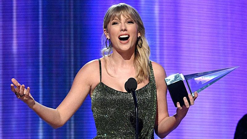 Taylor Swift Thanks Fans for Big American Music Awards Wins