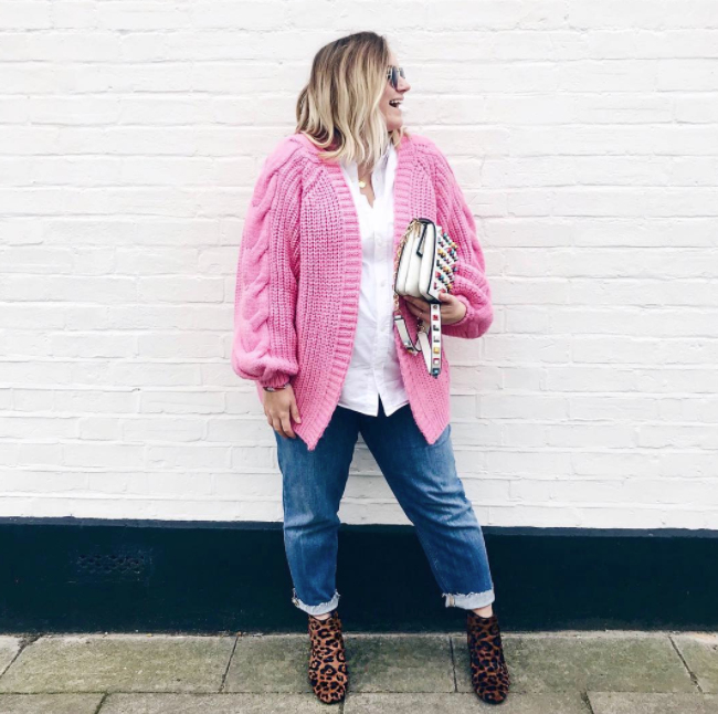 <p>Wearing: An H&M top with a River Island cardigan, ASOS jeans, Zara boots and a Dune bag. <em>[Photo: Instagram/@hannahfgale]</em> </p>