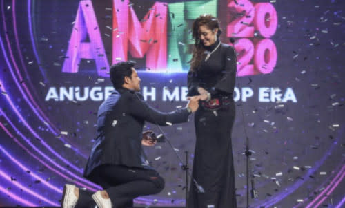 Kamal Adli went on his knee to propose to Uqasha last year