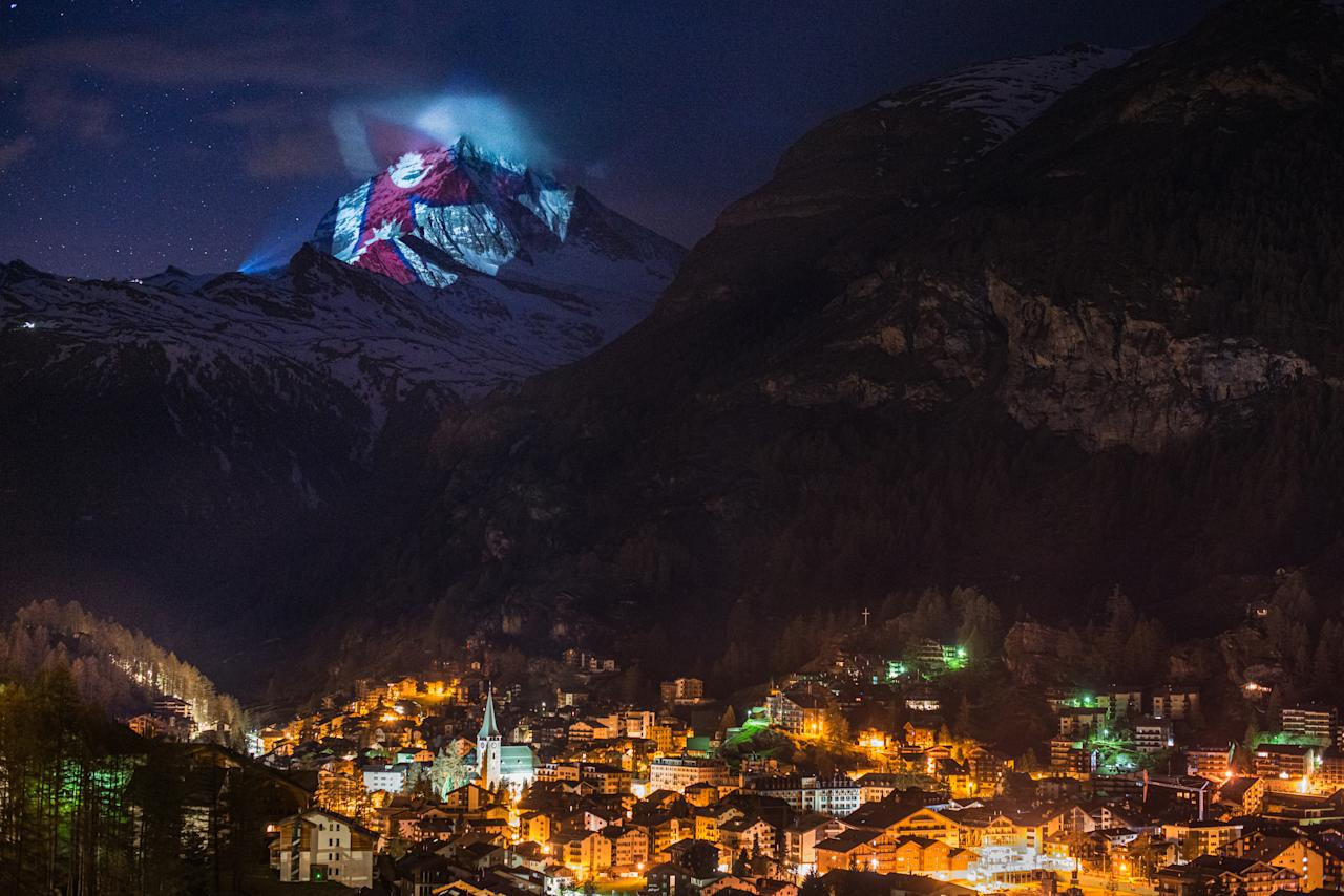Illumination 25 April 2020: Nepal (Light Art by Gerry Hofstetter / Foto Michael Portmann)