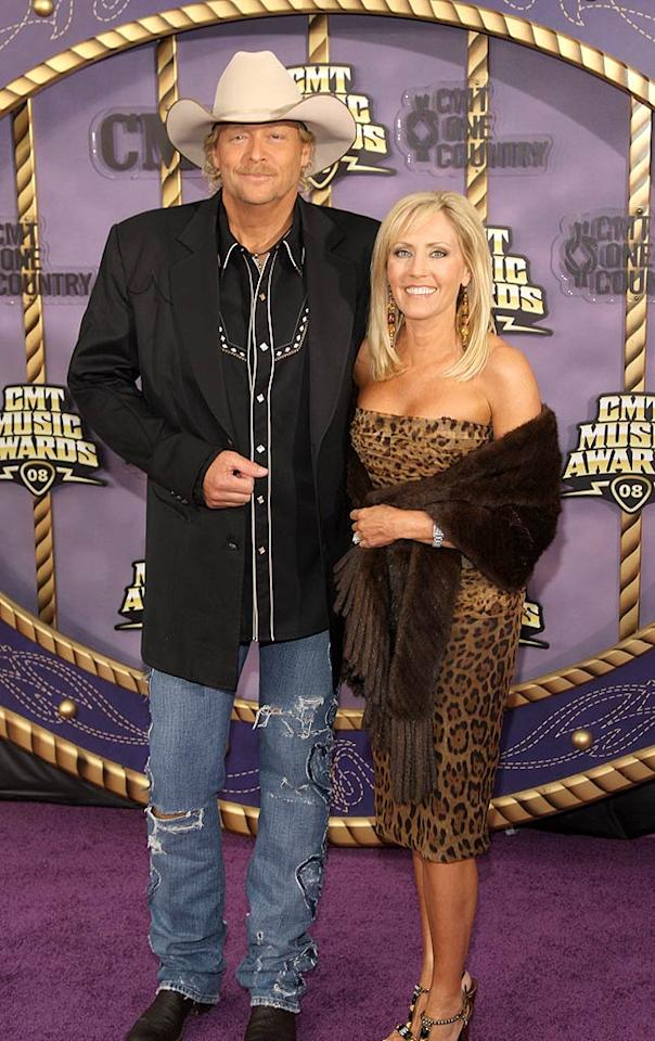 """Alan Jackson bucked the trend by donning a tan cowboy hat. Stephen Lovekin/<a href=""""http://www.gettyimages.com/"""" target=""""new"""">GettyImages.com</a> - April 14, 2008"""