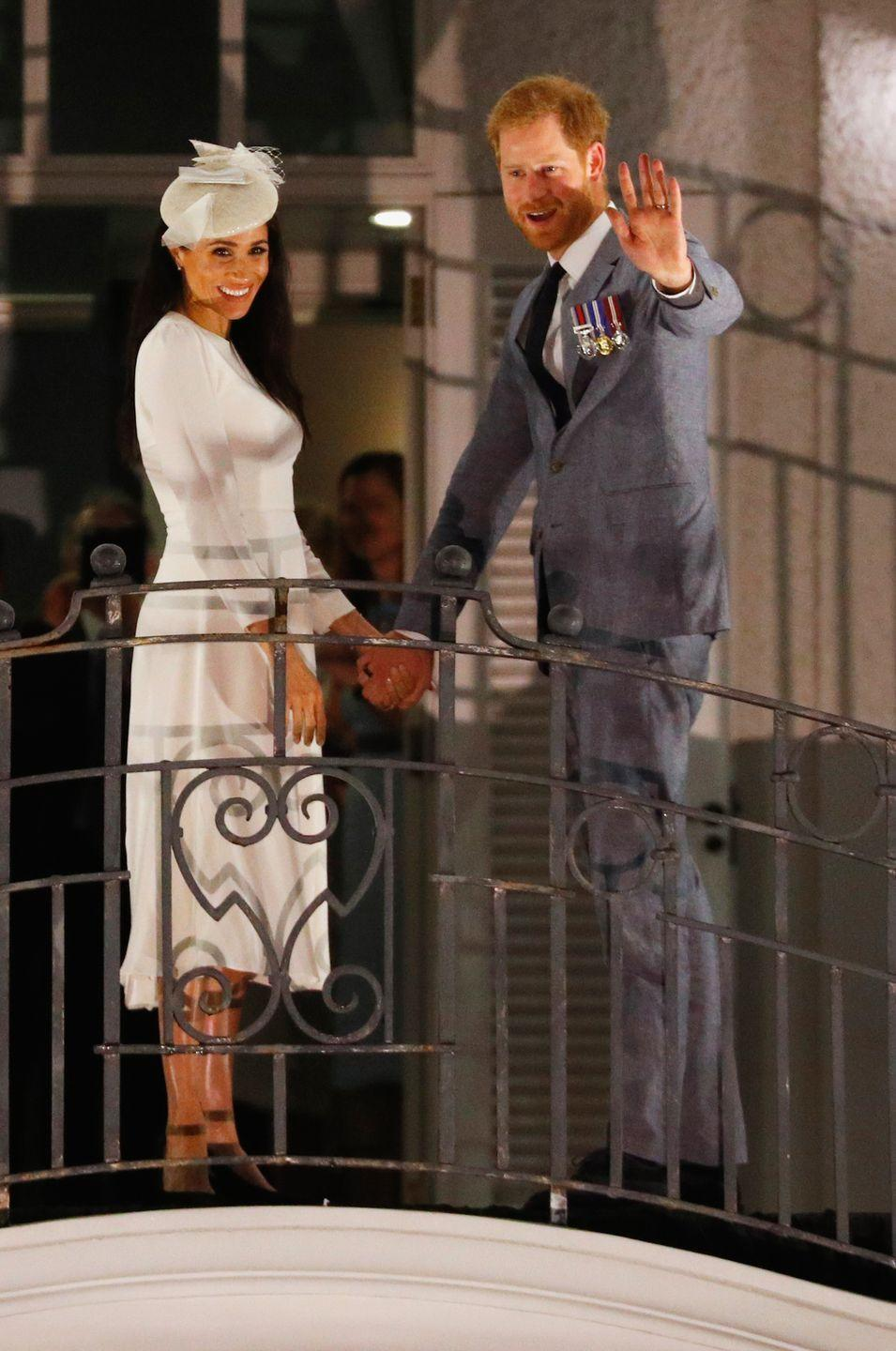 <p>Holding hands, the couple smiled and waved to the public gathered around Albert Park from the balcony of the Grand Pacific Hotel.</p>