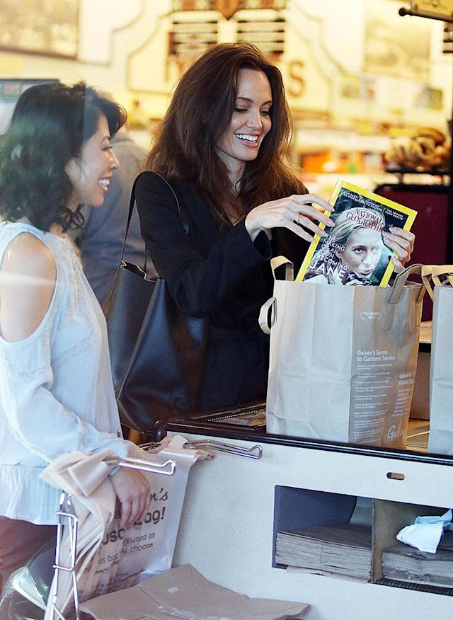 Angelina Jolie grocery shopping at Gelson's Market in Los Feliz, Calif., with Loung Ung in December 2017. (Photo: Mega Agency)